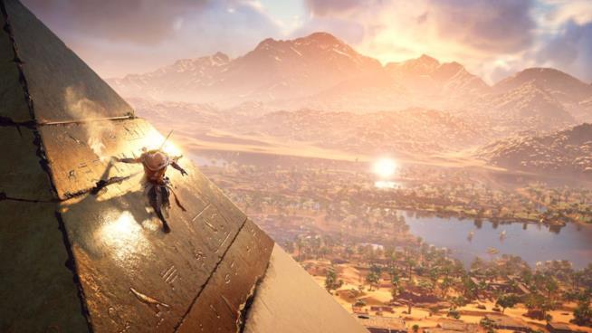 Il protagonista di Assassin's Creed Origins scala una piramide
