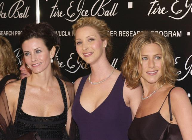 Courteney Cox, Lisa Kudrow e Jennifer Aniston posano per i fotografi