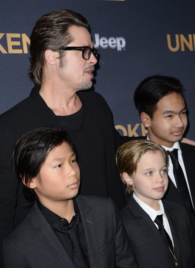 Brad Pitt con tre dei suoi figli