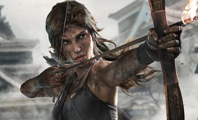Lara Croft armata di arco nel reboot di Tomb Raider del 2013