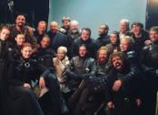 Parte del cast di Game of Throne durante l'ultimo giorno di riprese