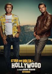 Brad Pitt e Leonardo DiCaprio davanti alla loro auto a Hollywood