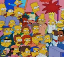 Un insieme di personaggi dei Simpson davanti alla TV