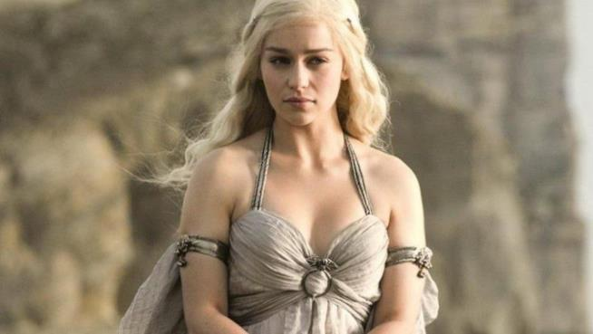 Emilia Clarke interpreta Khaalesi in Game of Thrones