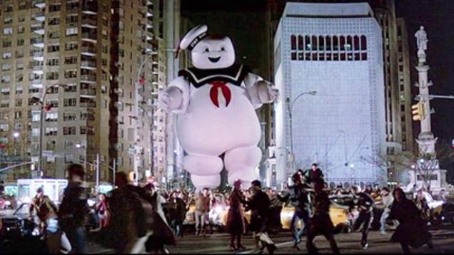 L'Uomo della Pubblicità dei Marshmallow terrorizza New York in Ghostbusters1