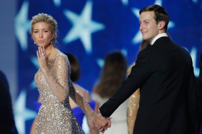 Ivanka Trump con un abito scintillante insieme al marito