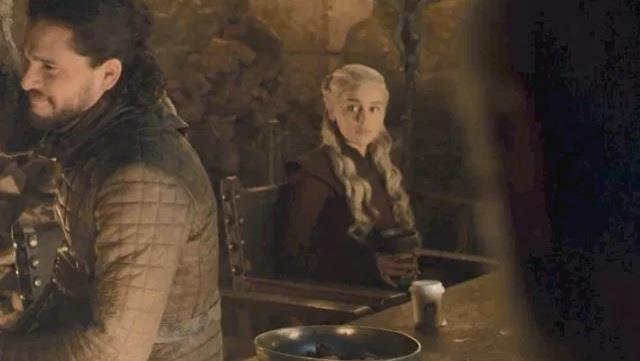 La tazza incriminata sul tavolo