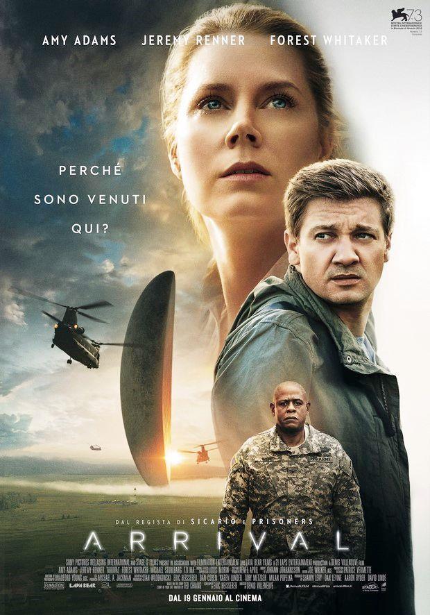 Nella locandina di Arrival, l'astronave aliena si staglia all'orizzonte, al fianco dei volti dei protagonisti del film