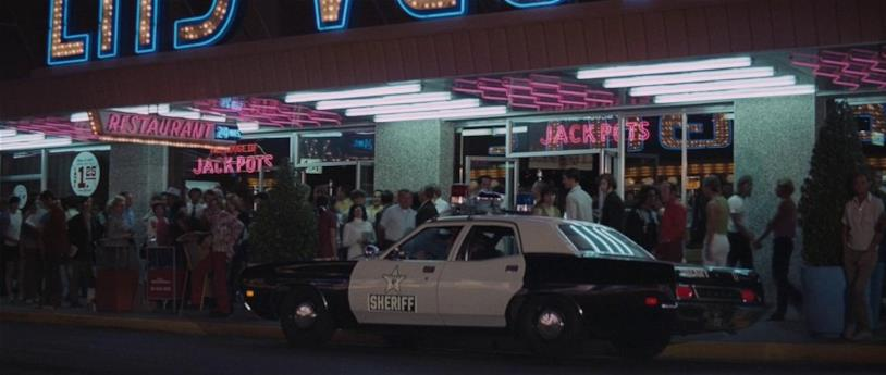 Una scena di Una cascata di diamanti con la Ford Custom
