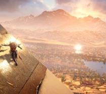 Il protagonista di Assassin's Creed Origins scivola su una piramide