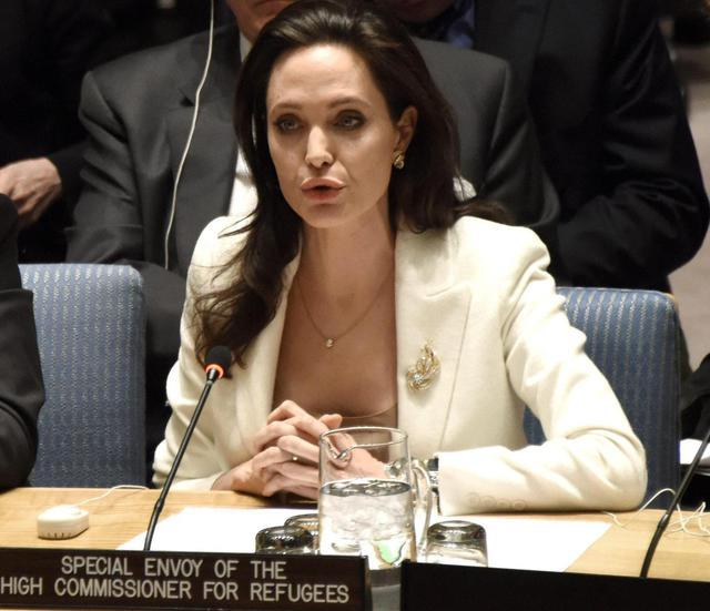 Primo piano di Angelina Jolie durante uno dei consigli ONU cui ha preso parte a favore dei rifugiati