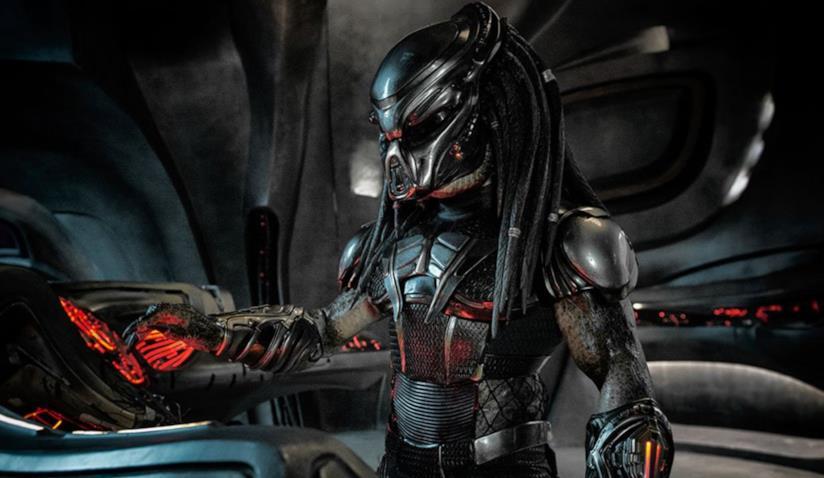 Il Predator in una scena del film atteso per l'11 ottobre nei cinema italiani