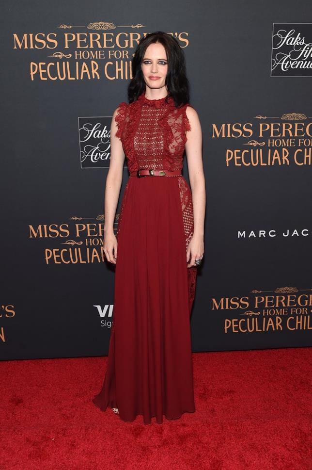 La bellissima Eva Green posa sul red carpet alla premiere del film