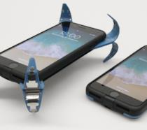 Due iPhone con la custudia creata da Frenzel