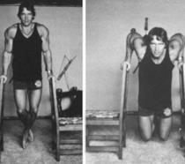 Arnold Schwarzenegger che si allena