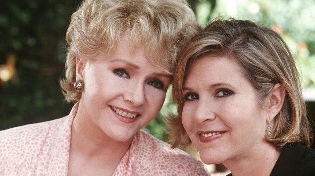 Un primo piano di Carrie Fosher e Debbie Reynolds