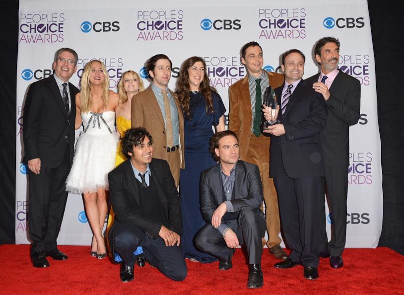 Chuck Lorre e il cast di The Big Bang Theory sorridenti