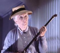 Geraldine McEwan nei panni di Miss Marple in uno scatto di scena.