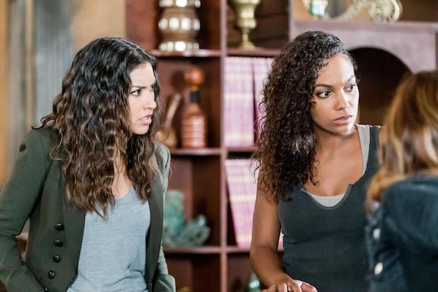 Jenny e Diana durante una conversazione