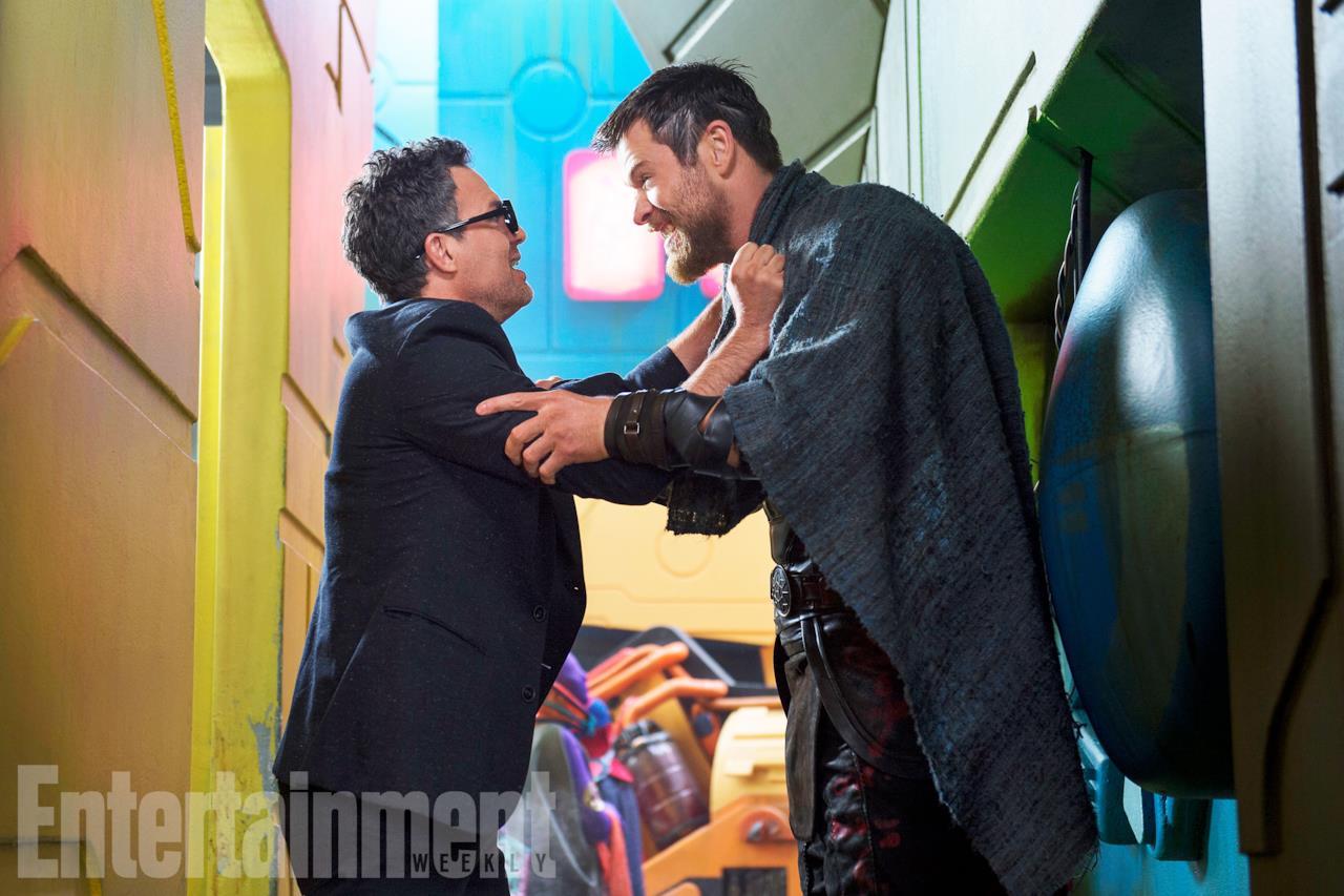 Mark Ruffalo e Chris Hemsworth nei panni di Bruce Banner e Thor in Thor: Ragnarok