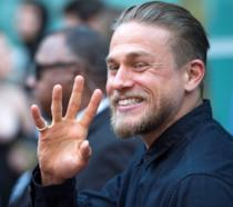 Il sorridente Charlie Hunnam, protagonista di Sons of Anarchy