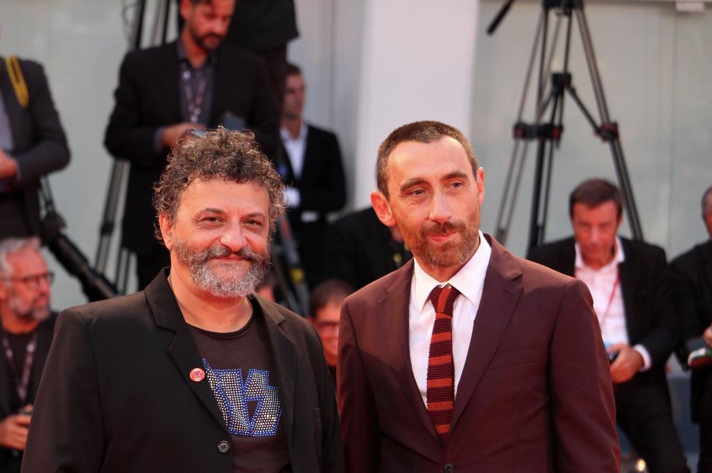 I Manetti Bros posano insieme sul red carpet di Venezia 74.