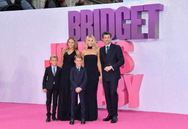 """Patrick Dempsey con la famiglia sul """"pink"""" carpet di"""
