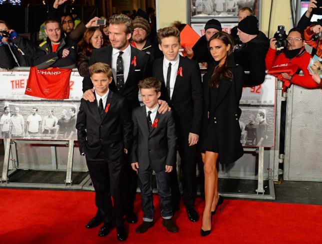 David e Victoria Beckham con tre dei loro quattro figli