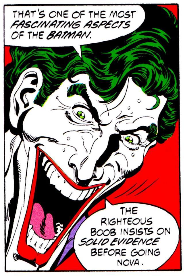 Primo piano del volto del Joker, disegnato da Jim Aparo