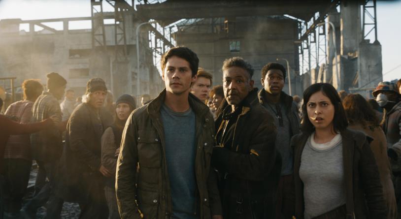 Dylan O'Brien e gli altri ribelli di La Rivelazione in una scena del film