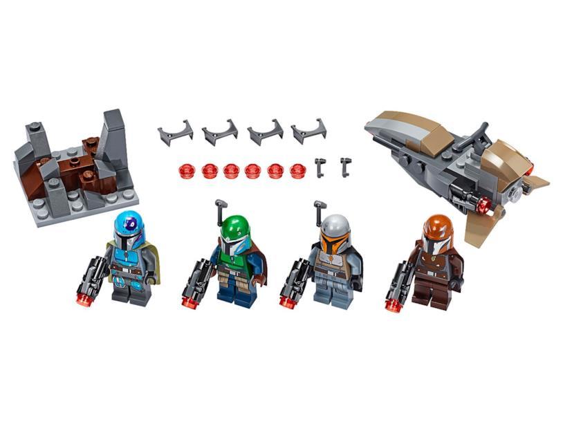 I quattro guerrieri mandaloriani e i loro accessori nel set LEGO