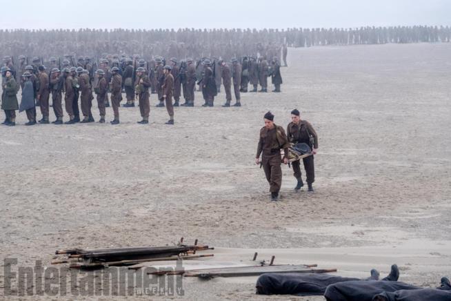 Soldati sulle spiagge di Dunkirk, durante l'evacuazione