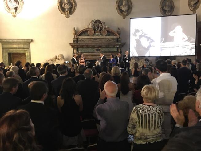 Nicoletta Braschi e Roberto Benigni ritirano il Globo d'Oro