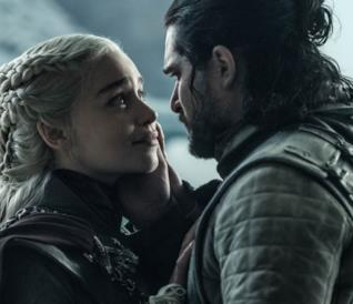 Kit Harington ed Emilia Clarke sono Jon e Daenerys nel finale di GoT 8