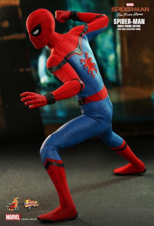 Spider-Man in versione action figure in posa da battaglia, che mostra il logo di Spider-Man sulla schiena