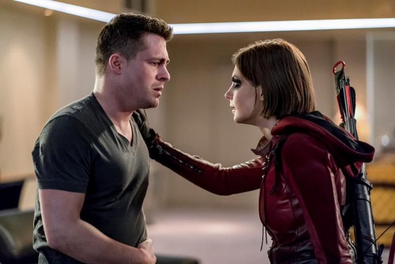 Arrow: Colton Haynes e Willa Holland in un'immagine
