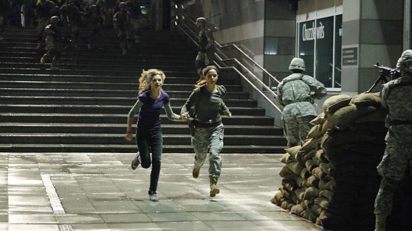 Imogen Poots e Rose Byrne interpretano Tammy Harris e Scarlet Ross