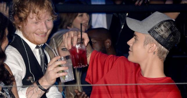 Ed Sheeran ha smesso di bere dopo aver colpito Justin Bieber in viso