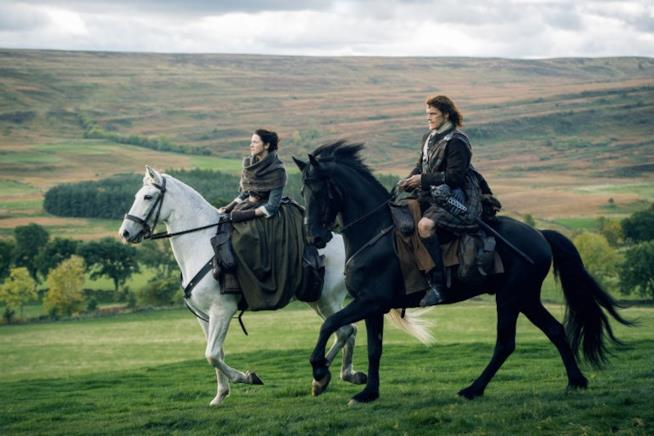 Jamie e Claire galoppano nelle splendide Highlands scozzesi
