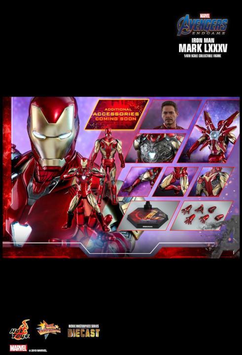 L'immagine propone tutti i componenti aggiuntivi abbinati all'action figure di Hot Toys