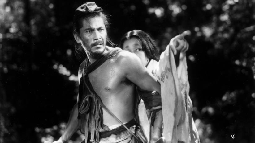 Toshiro Mifune e Machiko Kyo in una scena di Rashomon (1950) di Akira Kurosawa