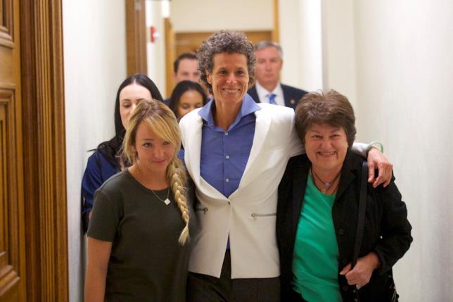 Andrea Constand in tribunale durante il verdetto