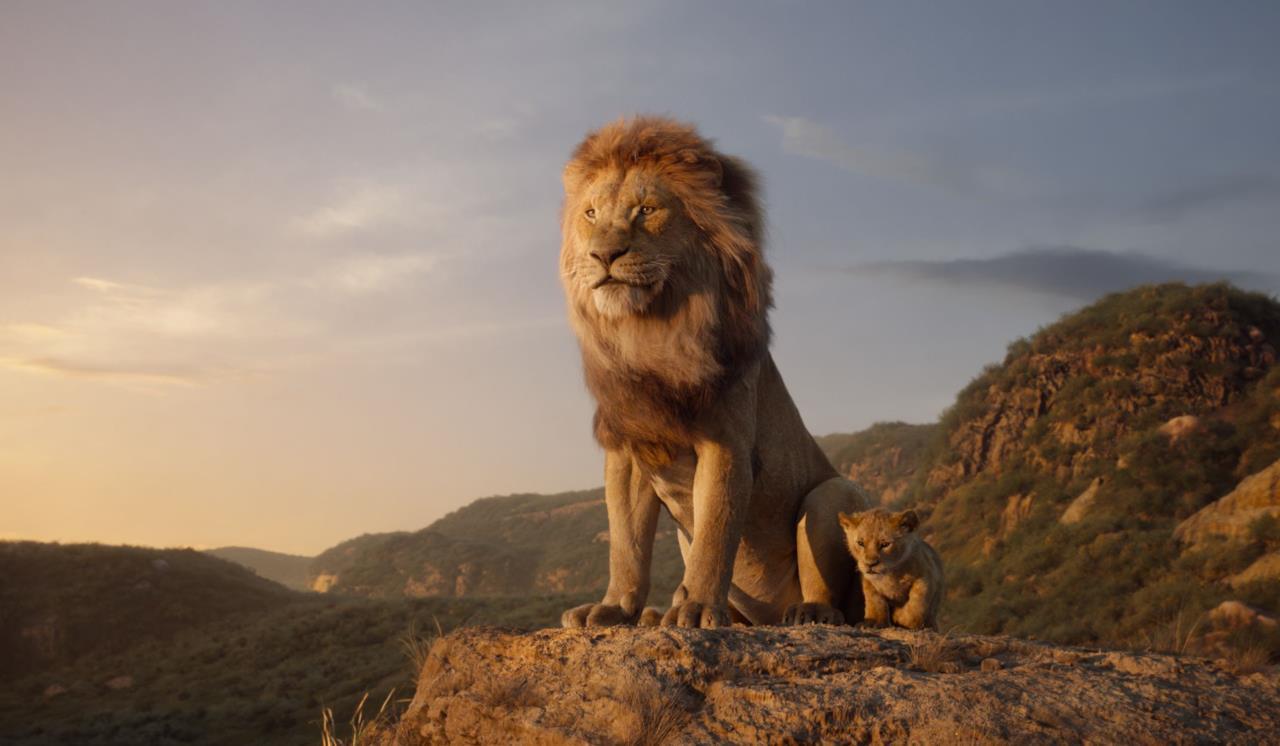 Mufasa, il re, con il piccolo Simba