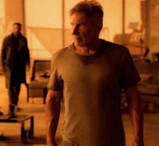Harrison Ford e Ryan Gosling in una scena del film