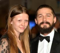 Shia LaBeouf e Mia Goth sul red carpet del BFI London Film Festival