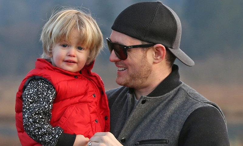 Una tenera immagine di Michael Bublé con il piccolo Noah