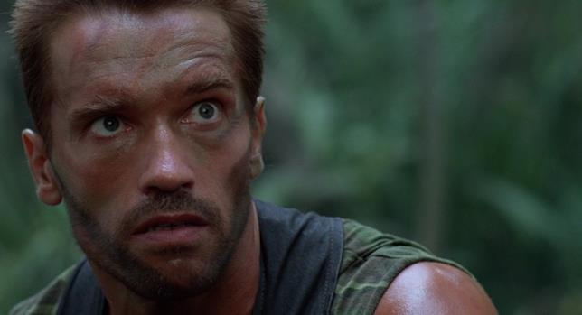 Arnold Schwarzenegger in una scena del film Predator del 1987