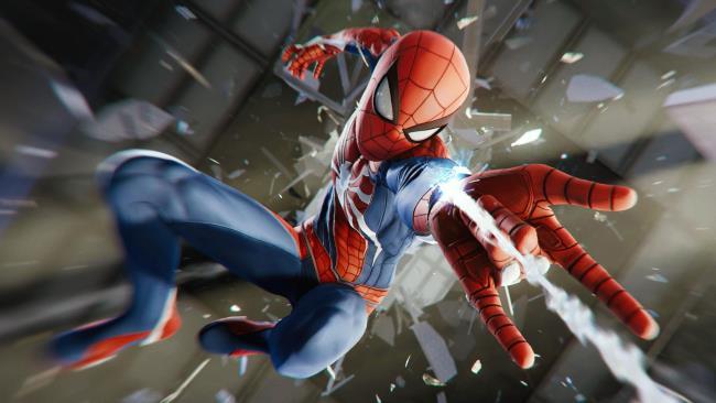 Spider-Man con il nuovo costume