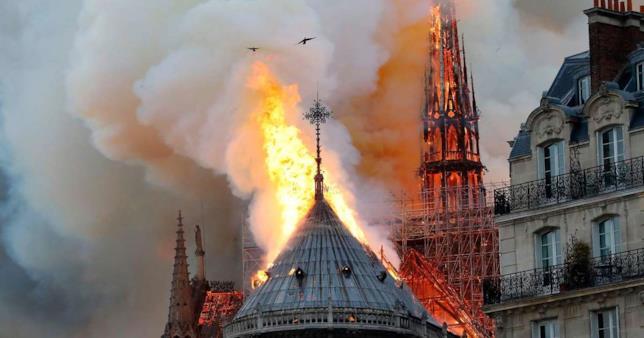 Notre Dame incendio a Parigi