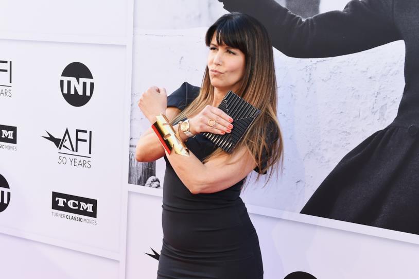 La bella regista in una tipica posa di Wonder Woman